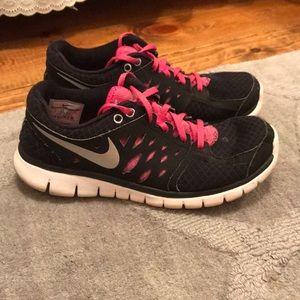 Women's Nike tennis shoes, size 9